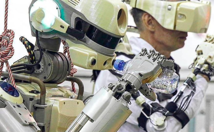 Russians team up with Japanese to create a Robot for outer space work