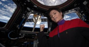 ESA cosmonaut Samantha Cristoforetti Wears 'Star Trek' Uniform in Space