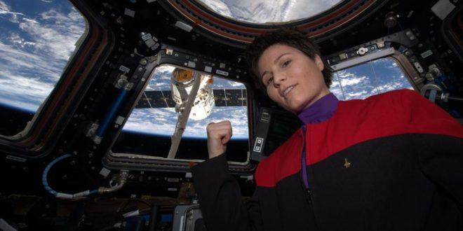 ESA cosmonaut Samantha Cristoforetti Wears 'Star Trek' Uniform in Space