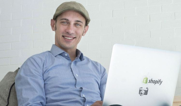 CEO of Shopify Tobias Lütke donates $1,000,001 to #teamtrees and takes Elon musk's position